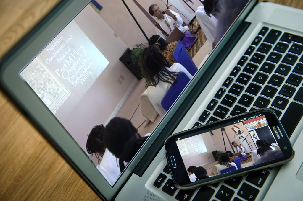 Maa-teaching-from-2013-conference-picture-on-laptop-and-smart-phone-screens